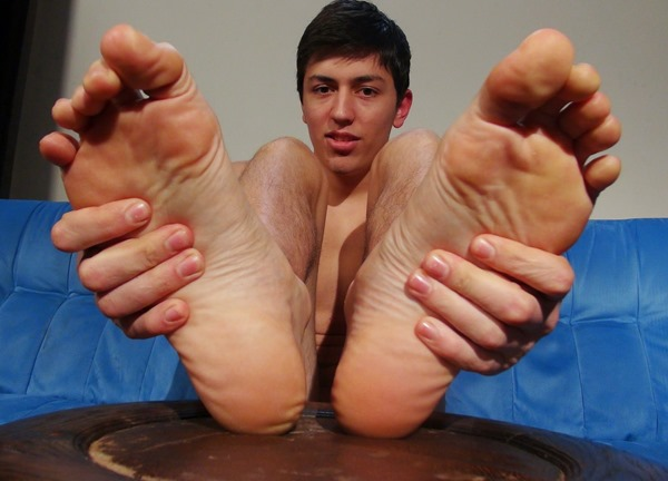 filip-kadlac-showing-off-his-sexy-feet